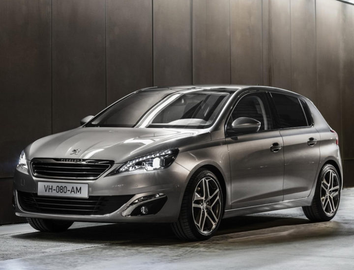 Peugeot 308 – usuwanie wgniecenia na masce