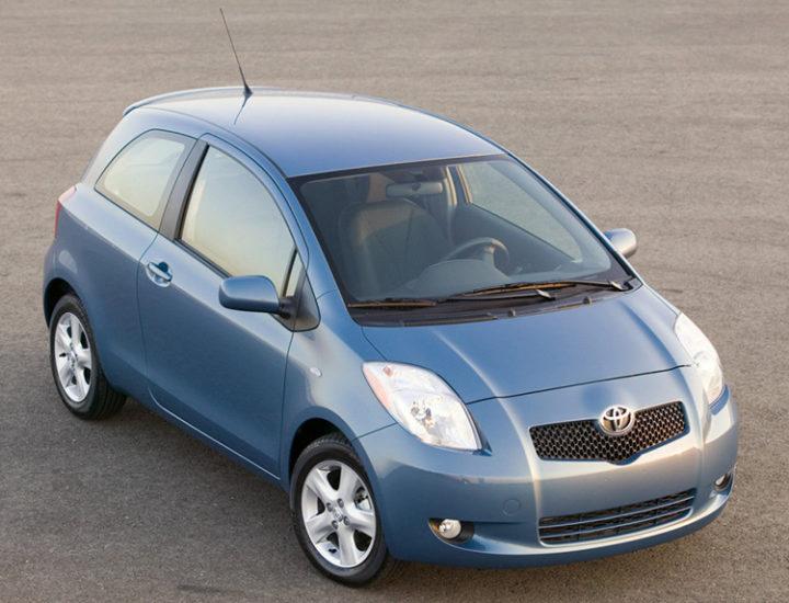 Toyota Yaris – wgnieciony tylny błotnik