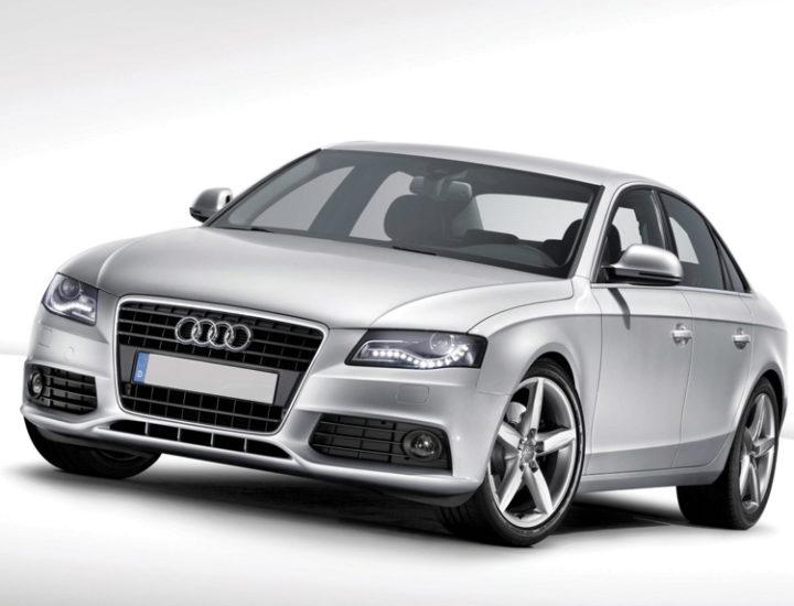 Audi A4 – uszkodzone drzwi i przedni błotnik