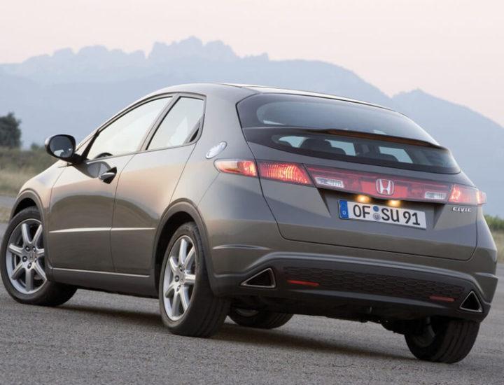 Honda Civic VIII – uszkodzenie drzwi